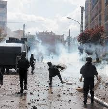 RETOUR SUR OCTOBRE 1988 / L'État algérien boude les évènements passés et n'en tire jamais de leçons  dans ÉVOCATION emeutes-du-5-octobre-1988-4